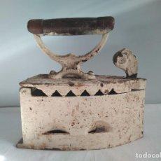 Antigüedades: ANTIGUA PLANCHA DE CARBON SIGLO XVIII-XIX MARCADA EN LA BASE. Lote 146101654