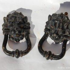 Antigüedades: LLAMADOR DE HIERRO CON CABEZA DE LEÓN LOTE DE DOS . Lote 146175126