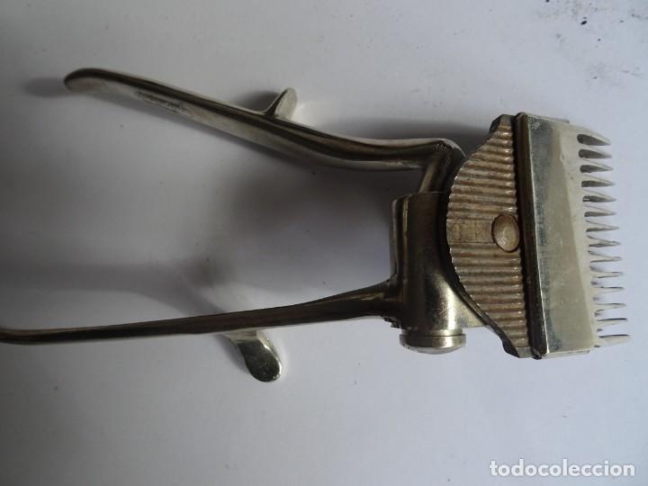 Antigüedades: ANTIGUA MAQUINA DE CORTAR EL PELO, CON SU CAJA , VER FOTOS - Foto 5 - 146349010