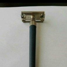 Antigüedades: ANTIGUA MAQUINILLA DE AFEITAR GILLETTE SUPER SLIM TWIST T-4. Lote 146380802