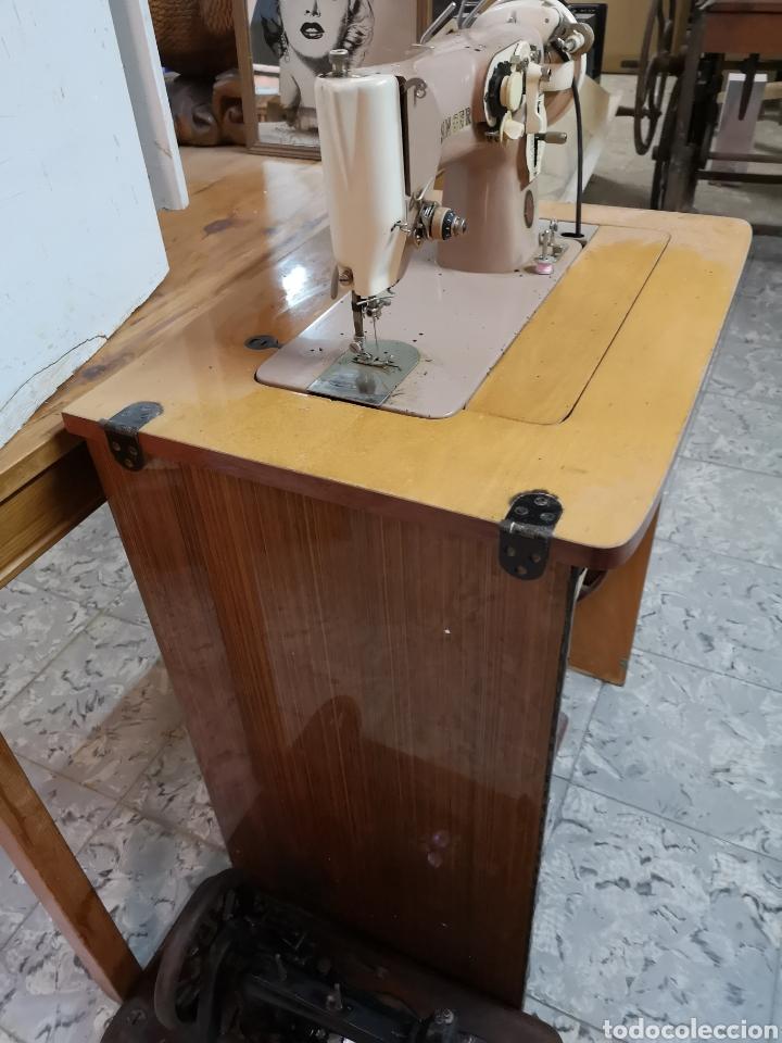 Antigüedades: MAQUINA DE COSER SINGER MANUAL, CON SU PIE. - Foto 6 - 146420497