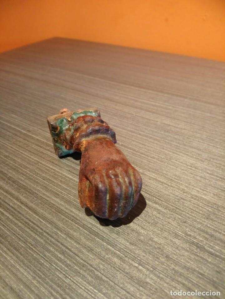 Antigüedades: Antiguo picaporte o llamador de puerta en forma de mano (Salida 1€) - Foto 4 - 146454070