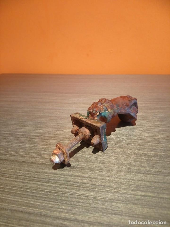 Antigüedades: Antiguo picaporte o llamador de puerta en forma de mano (Salida 1€) - Foto 5 - 146454070