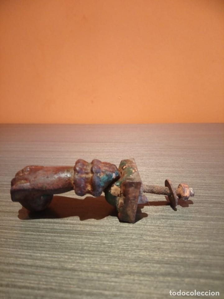 Antigüedades: Antiguo picaporte o llamador de puerta en forma de mano (Salida 1€) - Foto 8 - 146454070