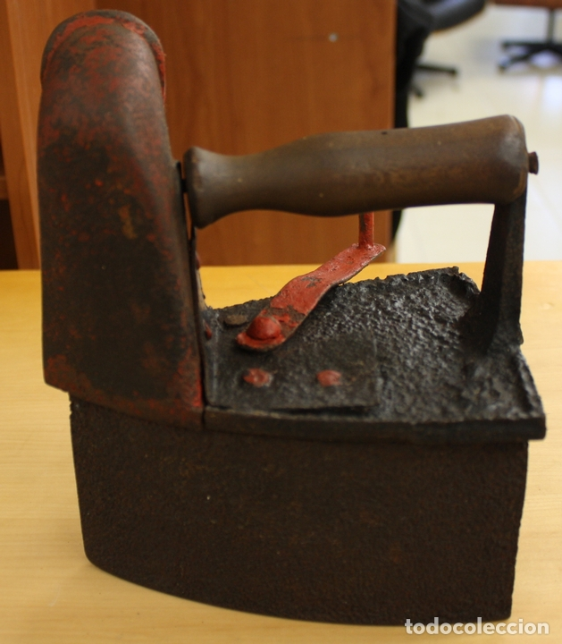PLANCHA ANTIGUA DE HIERRO PARA CARBON. (Antigüedades - Técnicas - Planchas Antiguas - Carbón)