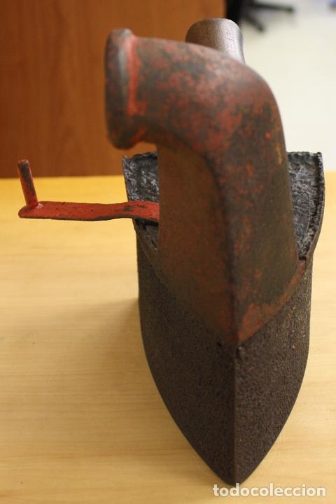 Antigüedades: PLANCHA ANTIGUA DE HIERRO PARA CARBON. - Foto 4 - 146498876
