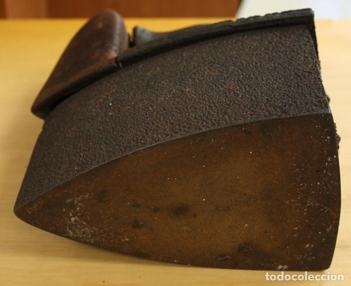 Antigüedades: PLANCHA ANTIGUA DE HIERRO PARA CARBON. - Foto 5 - 146498876