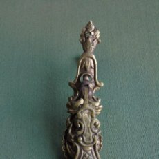Antigüedades: ANTIGUO TIRADOR PEQUEÑO DE BRONCE. 10,5CM. Lote 146542142