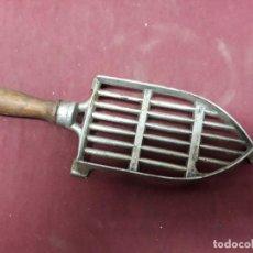 Antigüedades: BASE DE PLANCHA...CO XX. Lote 146641166