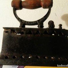 Antigüedades: PLANCHA DE CARBON DE HIERRO DE FUNDICION AÑOS 30. Lote 146742782