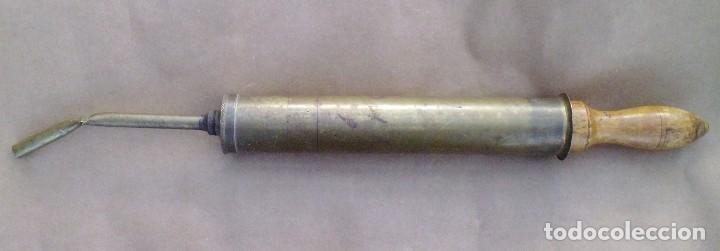 ANTIGUO ENGRASADOR DE METAL (Antigüedades - Técnicas - Herramientas Profesionales - Mecánica)