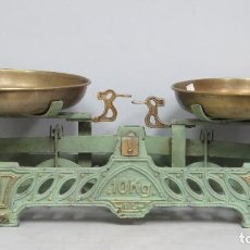 Antigüedades: BNITA PESA O BALANZA DE HIERRO FUNDIDO DE 10 KILOS. POLICROMIA ORIGINAL. Lote 146789862