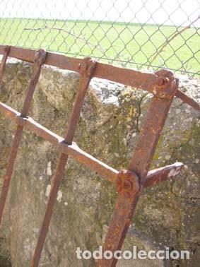 GRAN REJA DE VENTANA DEL S. XVII REALIZADA EN FORJA. (Antigüedades - Técnicas - Cerrajería y Forja - Forjas Antiguas)