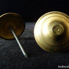 Antigüedades: PAREJA DE ANTIGUAS ROSETAS DE LATÓN PARA PUERTA. DIÁMETRO 3,7 CM. CLAVOS. (12). Lote 146839610