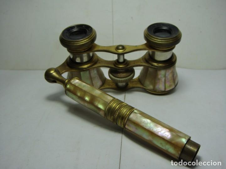 BINOCULARES O PRISMÁTICOS DE TEATRO. NÁCAR Y BRONCE. CON MANGO EXTENSIBLE. (Antigüedades - Técnicas - Instrumentos Ópticos - Binoculares Antiguos)