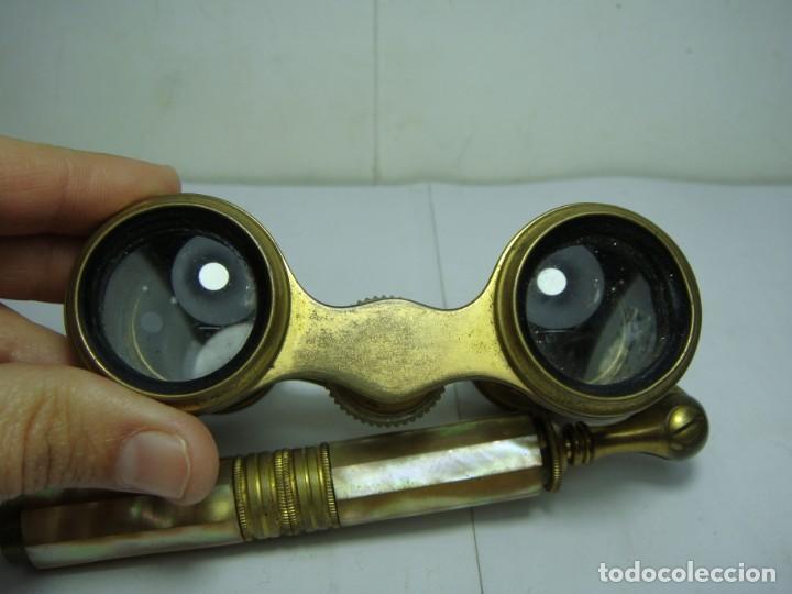 Antigüedades: Binoculares o Prismáticos de Teatro. Nácar y bronce. Con mango extensible. - Foto 12 - 146914910