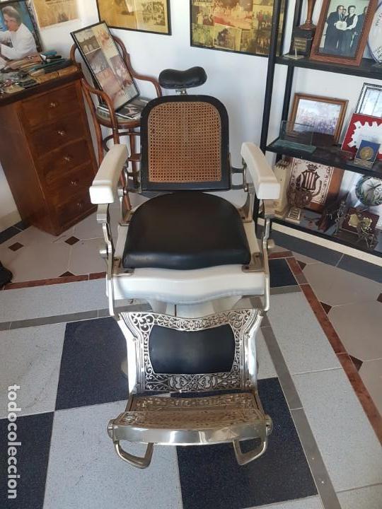 SILLÓNES DE BARBERO TRIUMPH (Antigüedades - Técnicas - Barbería - Varios Barbería Antiguas)