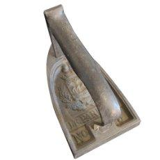 Antigüedades: PLANCHA DE HIERRO FUNDIDO. Lote 147184970