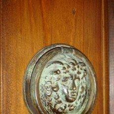 Antigüedades: ALDABA CABEZA DE MEDUSA. Lote 147218130