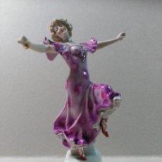 Antigüedades: FIGURA DE PORCELANA MUJER BAILANDO. Lote 147220682