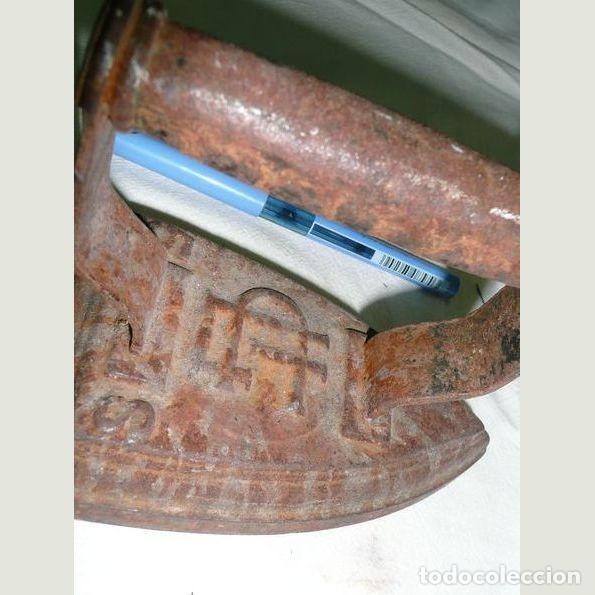 Antigüedades: Lote de cinco planchas antiguas de hierro - Foto 8 - 147230782