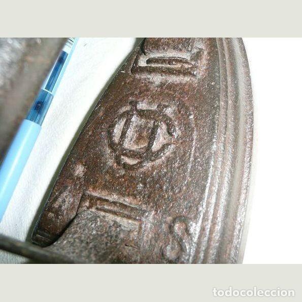 Antigüedades: Lote de cinco planchas antiguas de hierro - Foto 10 - 147230782