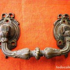 Antigüedades: TIRADOR MANILLA DE PUERTA O CAJÓN GRANDE EN BRONCE FIRMADO Y NUMERADO. Lote 147327066