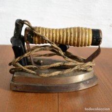 Antigüedades: ANTIGUA PLANCHA ELÉCTRICA . Lote 147349098