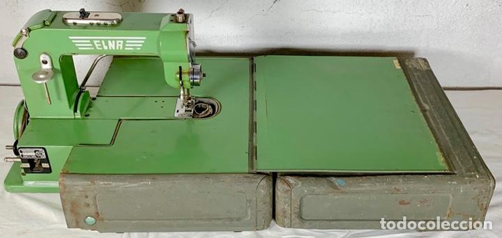 Antiquitäten: Curiosa maquina de coser ELNA de campaña militar, años 40 - 50 - Foto 2 - 147431010