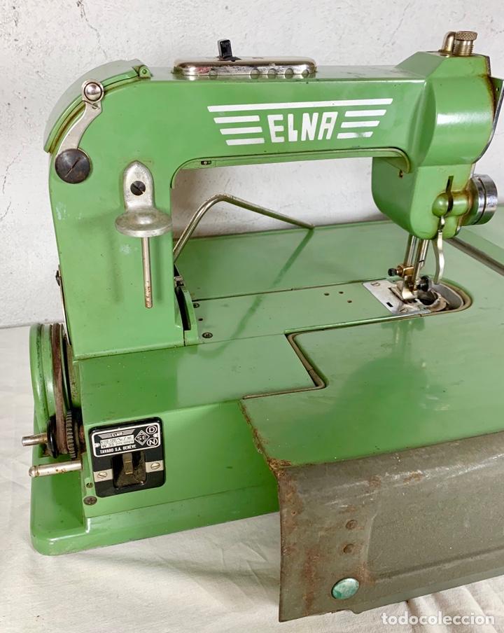 Antiquitäten: Curiosa maquina de coser ELNA de campaña militar, años 40 - 50 - Foto 3 - 147431010