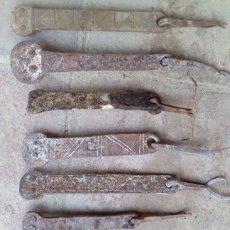 Antigüedades: LOTE DE 9 ALDABAS DE PORTONES, SIGLO XIX. Lote 147450674