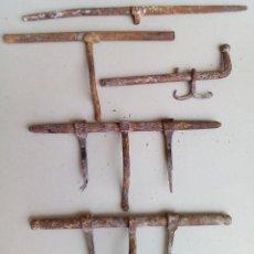 Antigüedades: LOTE DE 5 ANTIGUOS CERROJOS FORMATO GRANDE.. Lote 147454298
