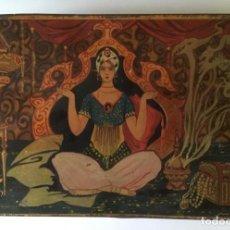Antigüedades: CAJA METÁLICA CON PRECIOSA ILUSTRACIÓN INDIA. Lote 147458002
