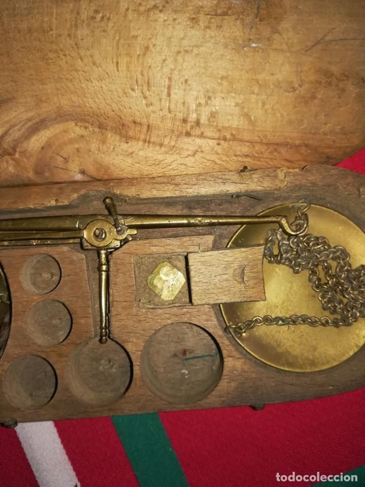 Antigüedades: BÁSCULA PEQUEÑA ANTIGUA PARA PESAR ORO CON CAJA - Foto 3 - 147680226