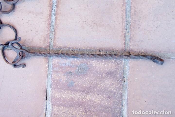 Antigüedades: M43.- MUY ANTIGUA Y GRAN CADENA DE HIERRO FORJADO. ESLABONES IRREGULARES. MIDE 128 CM. DE LARGO - Foto 5 - 147688242