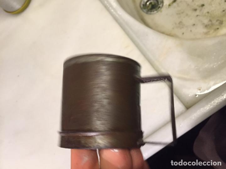 Antigüedades: Antigua taza de hojalata / medida de liquidos de un cuarto de litro de los años 20-30 - Foto 4 - 147752414