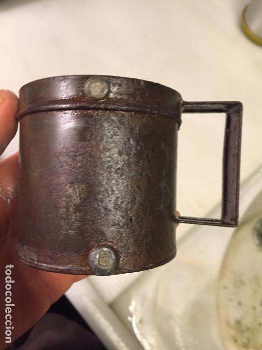 Antigüedades: Antigua taza de hojalata / medida de liquidos de un cuarto de litro de los años 20-30 - Foto 5 - 147752414