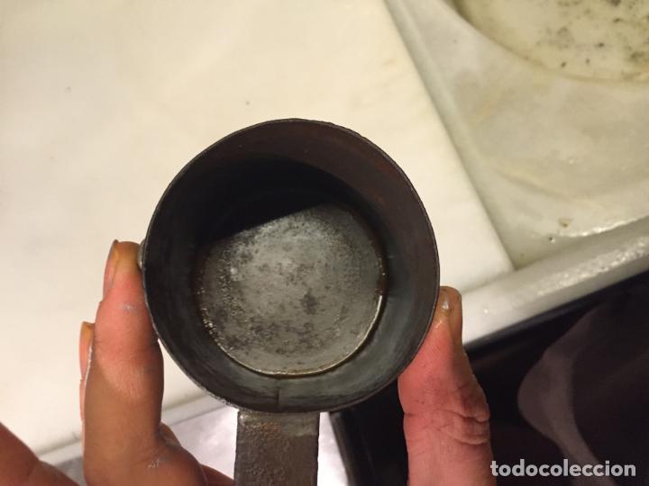 Antigüedades: Antigua taza de hojalata / medida de liquidos de un cuarto de litro de los años 20-30 - Foto 7 - 147752414