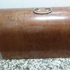 Antigüedades: TAPA MAQUINA DE COSER REFREY. Lote 147918602