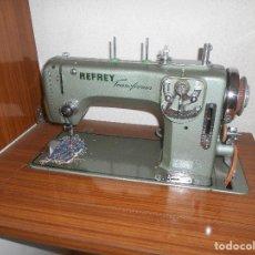 Antigüedades: MAQUINA DE COSER REFREY VIGO MODELO 427 TRANSFORMA BUEN ESTADO FUNCIONANDO LA DE FOTO RECOGI MADRID. Lote 147939562