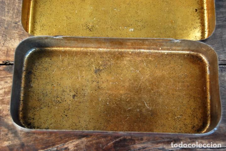 Antigüedades: EXCLUSIVA CAJA DE ACCESORIOS PARA MAQUINA DE COSER WILLCOX & GIBBS SIGLO XIX - Foto 9 - 147947146