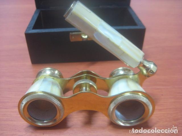 Antigüedades: BONITOS BINOCULARES-PRISMATICOS-IMPERTINENTES DE TEATRO EN NACAR CON MANGO - Foto 13 - 150138881