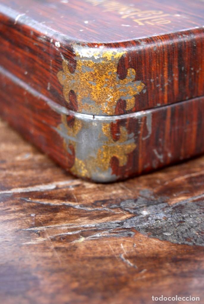 Antigüedades: EXCLUSIVA CAJA DE ACCESORIOS PARA MAQUINA DE COSER WILLCOX & GIBBS SIGLO XIX - Foto 13 - 147947146