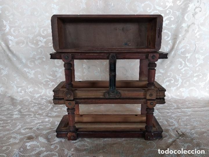 PAREJA DE HABITÁCULOS PARA CAJONES DE MESA DE MÁQUINA DE COSER Y UN CAJÓN, PPIOS XX (Antiquitäten - Technische - Antike Nähmaschinen - Zubehör)