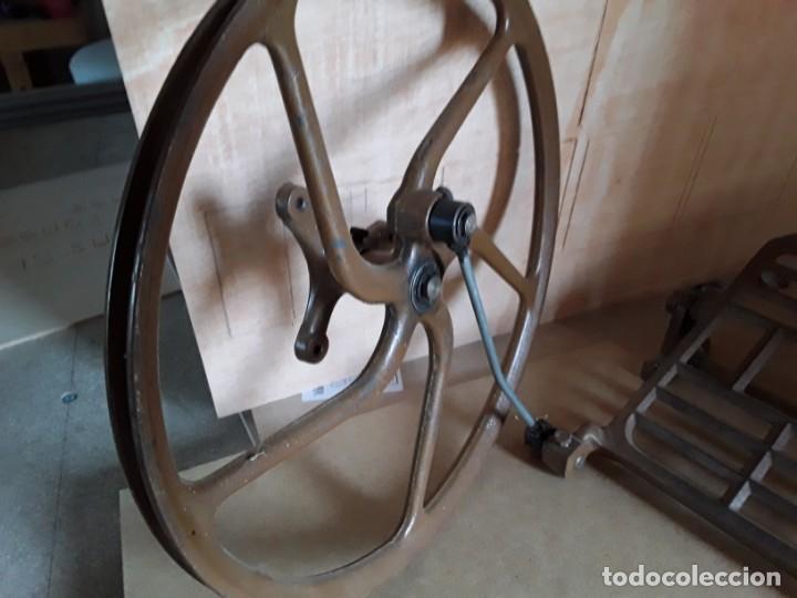 Antigüedades: Pie de máquina de coser alfa - Foto 2 - 148040654