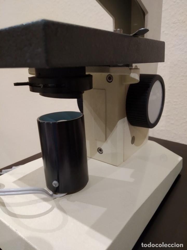 Antigüedades: MICROSCOPIO MONOCULAR ENOSA -AÑOS 80- PROFESIONAL, CON LUZ - Foto 4 - 148143978