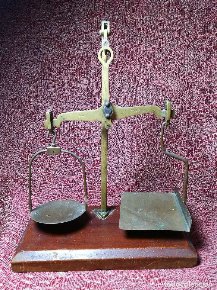 Antigüedades: antigua bascula balanza bronce de precision farmacia 1967 firmada satish toweigh 117 gr..class c - Foto 4 - 148165078