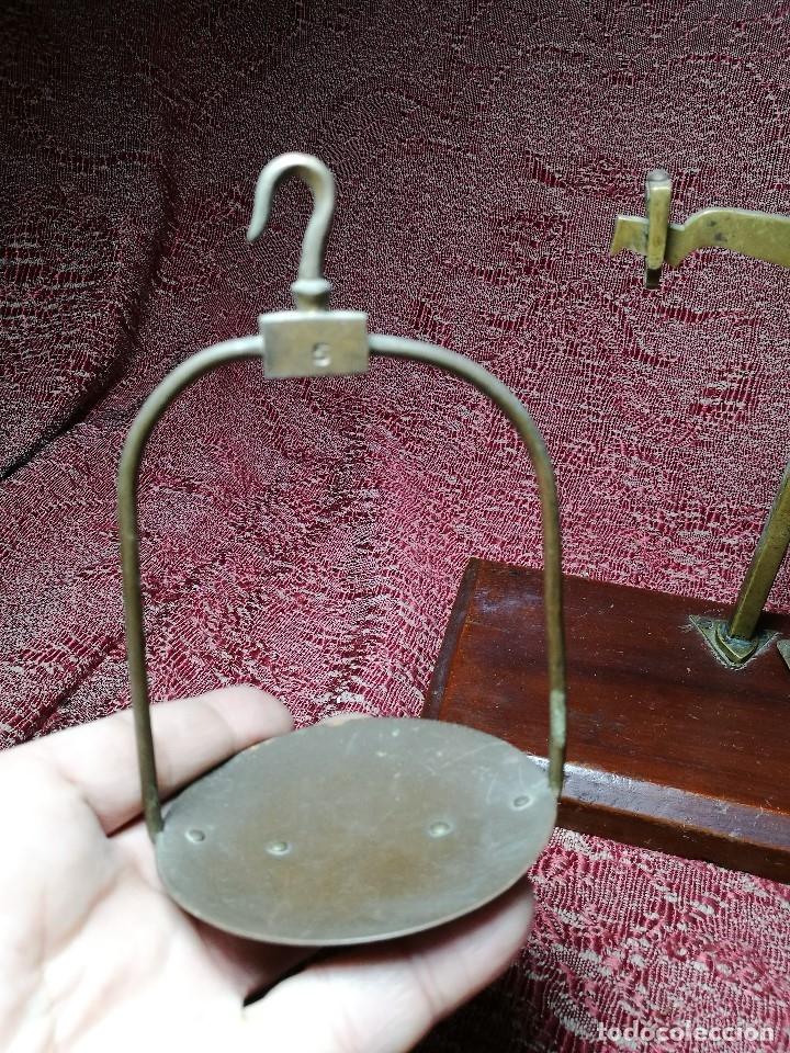 Antigüedades: antigua bascula balanza bronce de precision farmacia 1967 firmada satish toweigh 117 gr..class c - Foto 10 - 148165078