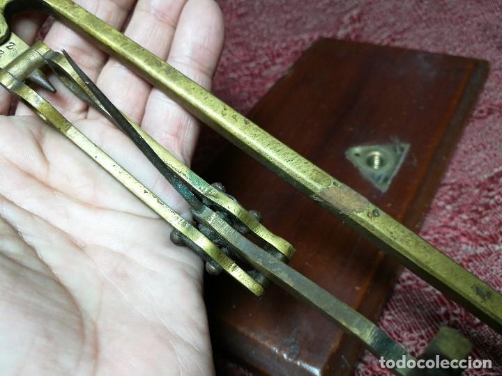 Antigüedades: antigua bascula balanza bronce de precision farmacia 1967 firmada satish toweigh 117 gr..class c - Foto 32 - 148165078