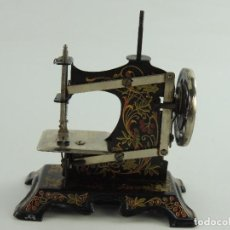 Antigüedades: ANTIGUA PEQUEÑA MAQUINA DE COSER-PIEZA DE DECORACION. Lote 148169614